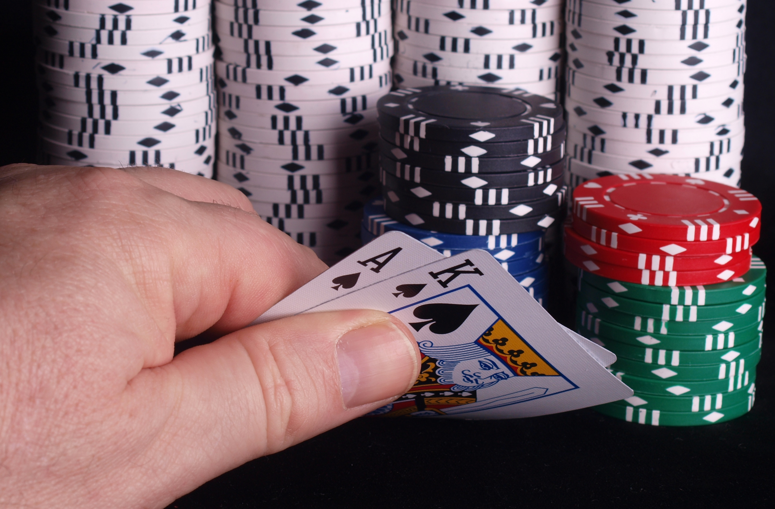 10 ways to save money playing poker
