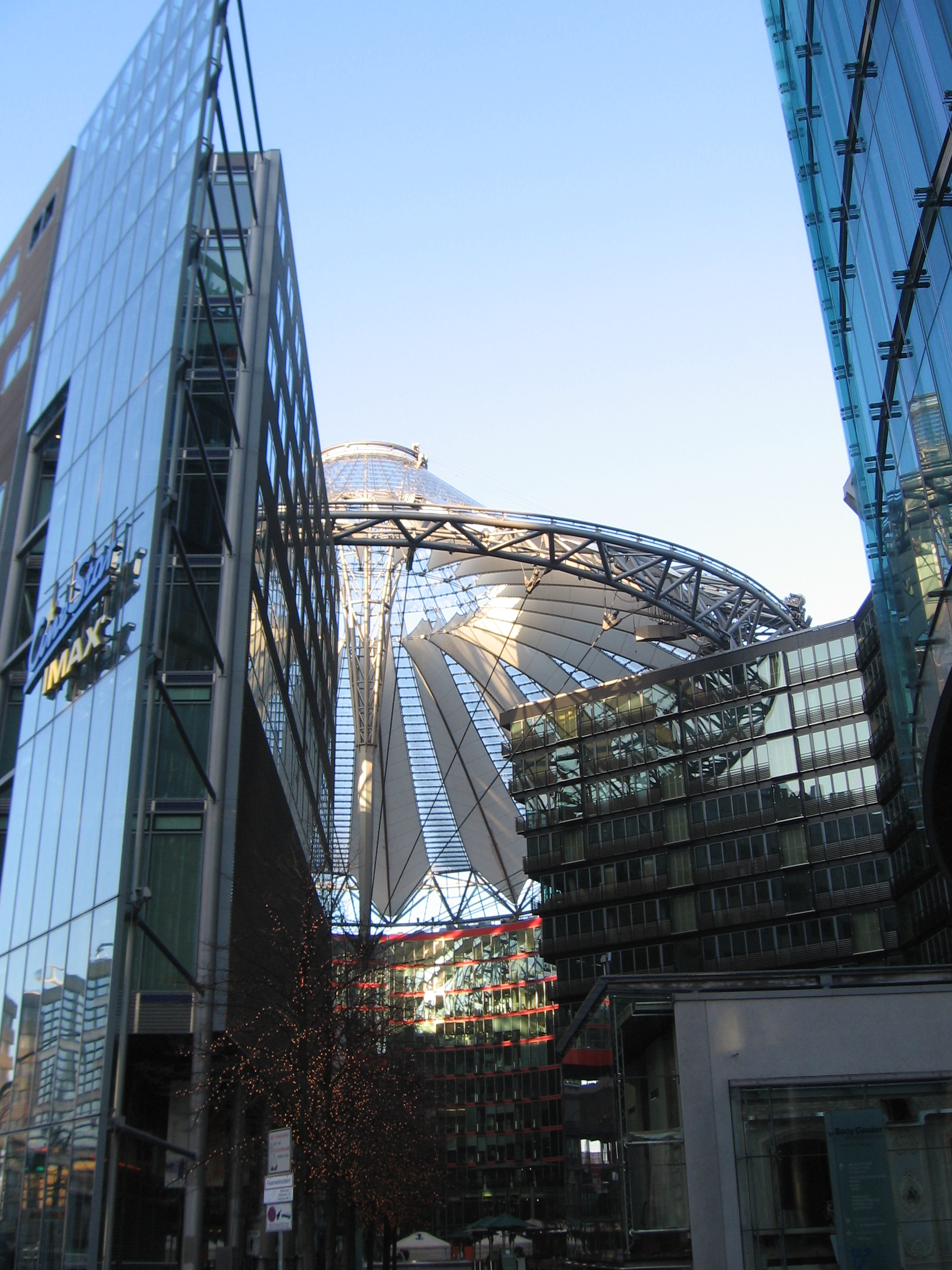 Berlin to build glass palace as EPT hits Germany