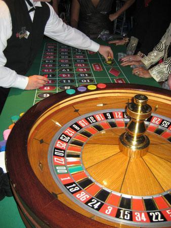 Kentucky Gov. and economy experts dispute over casino plans