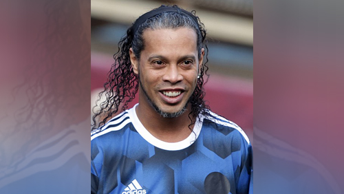 Ronaldinho remains in Paraguayan jail