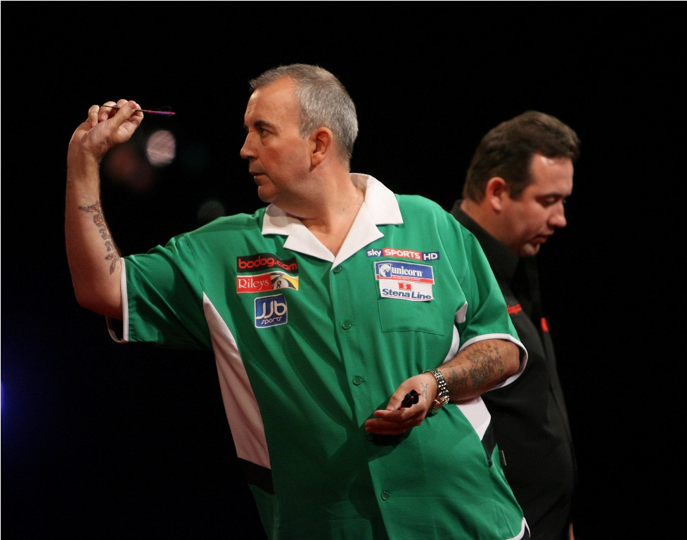 Taylor sets out stall at Bodog.com World Grand Prix darts first day