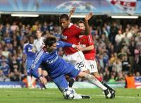 Fernando Torres attempts dive