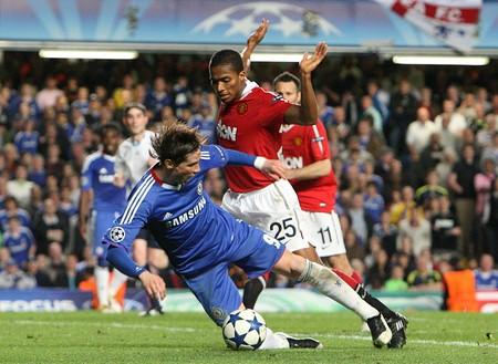 Torres attempts dive