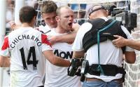 Wayne Rooney abuses camera