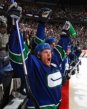 Canucks advance to Stanley Cup Finals
