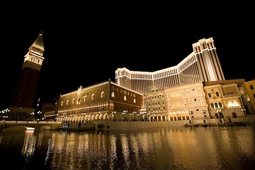 Macau to raise age limit at casinos; Poker tournament breaks records