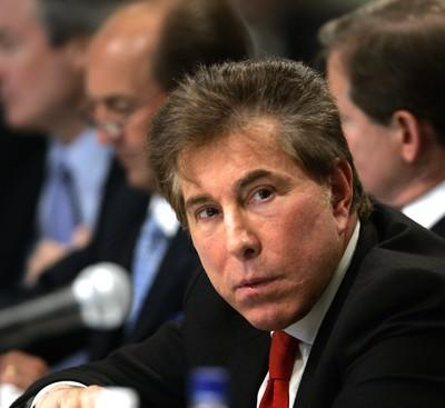 Wynn dying to go to Singapore; Improved mobile service for Asia; More flights for Macau