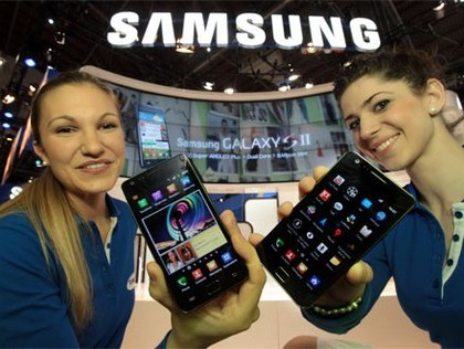 Samsung makes gains in smart phone market; RIM lays off 2000