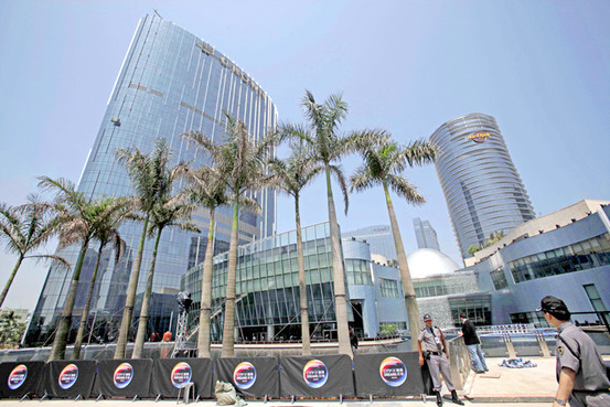 Melco Crown completes refinancing; Amax goes from red to black