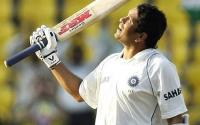 Sachin Tendulkar salutes the crowd
