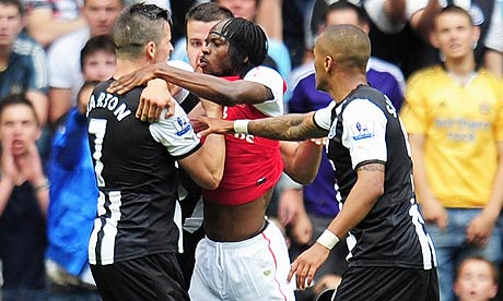 Joey Bartomn clashes with Gervinho