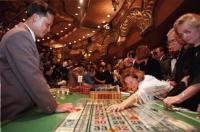 gambling revenue in macau