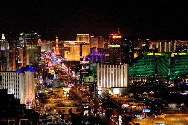Nevada gaming revenues decline for first time in three months
