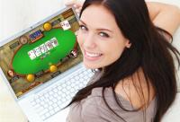 women-playing-online-poker
