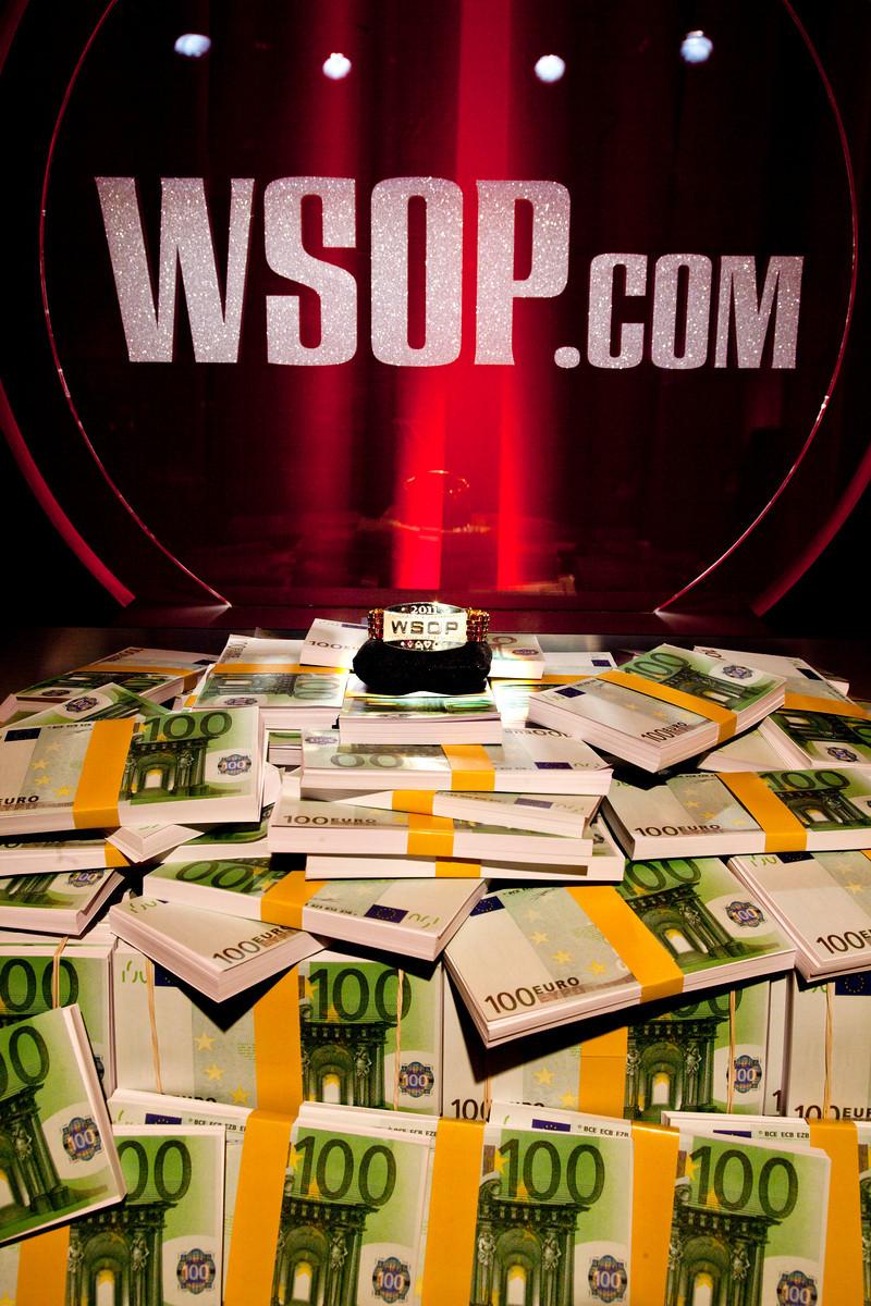 WSOPE Money and Bracelet