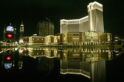 Macau to eclipse last year; Junket operators increase; Melco Crown hits new high