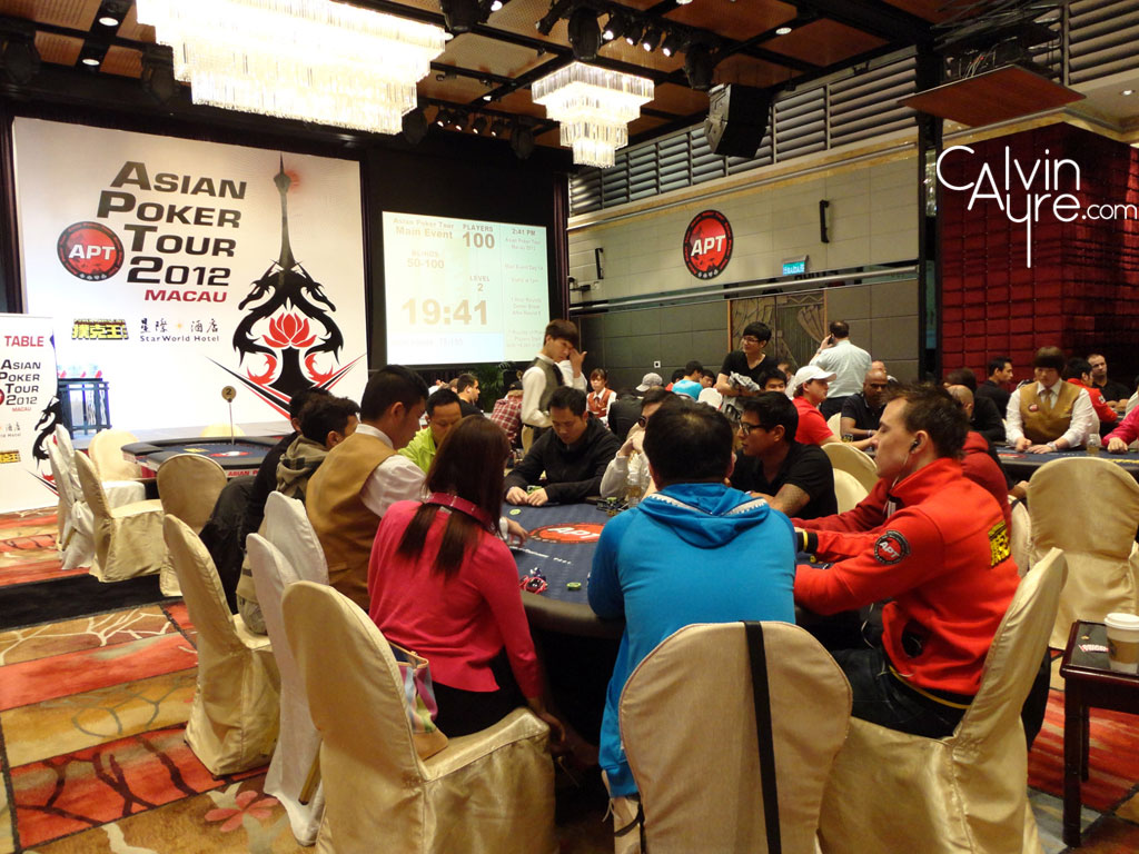 APT Macau 2012: Zhou Yue Qing leads the field heading into Day 3