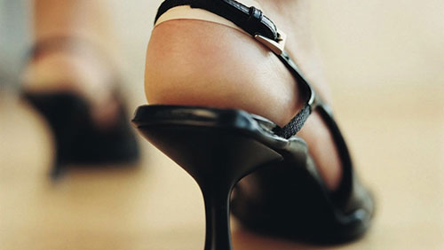 Foxwoods Waitresses Fight to Ditch The Heels