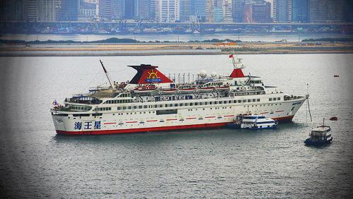 hong-kong-casino-boats-drawing-its-own-share-of-gamblers
