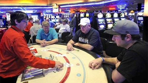 South Dakota casino imposes English-only and No-cellphone on players