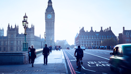 London Councils Team Up To Curb Illegal Street Gambling on Westminster Bridge