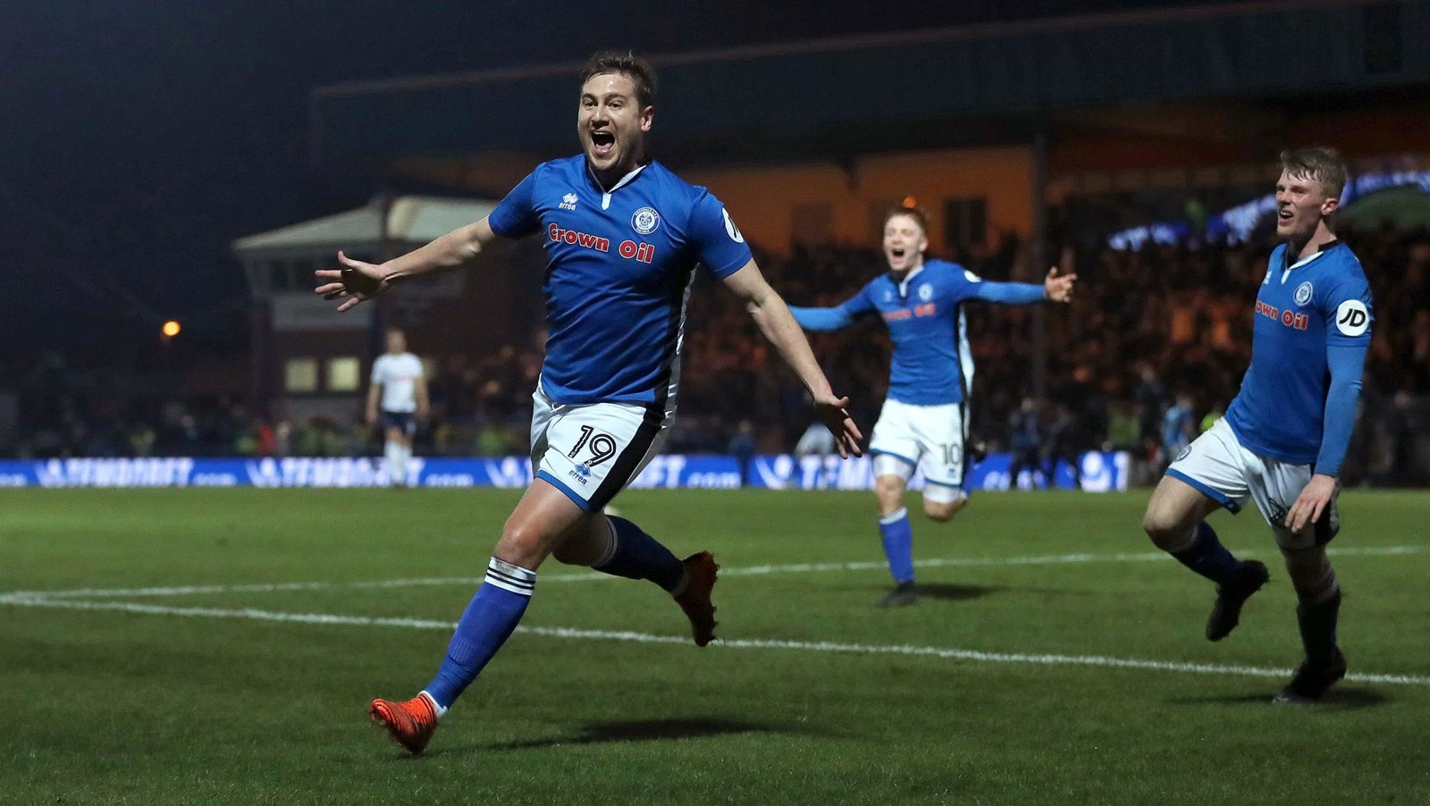 FA Cup 5th Rnd Round Up - Rochdale on their way to Wembley; big four still in