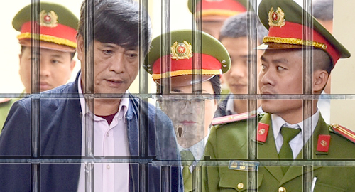 vietnam-gambling-cops-sentenced