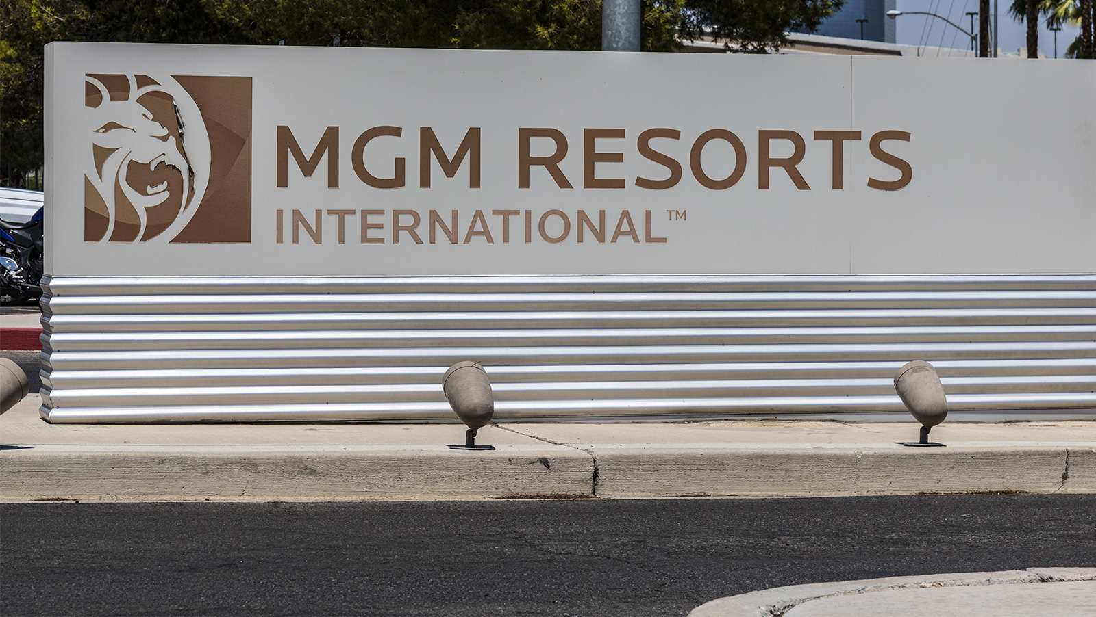 MGM to offer $1 billion in senior notes to pay down debt