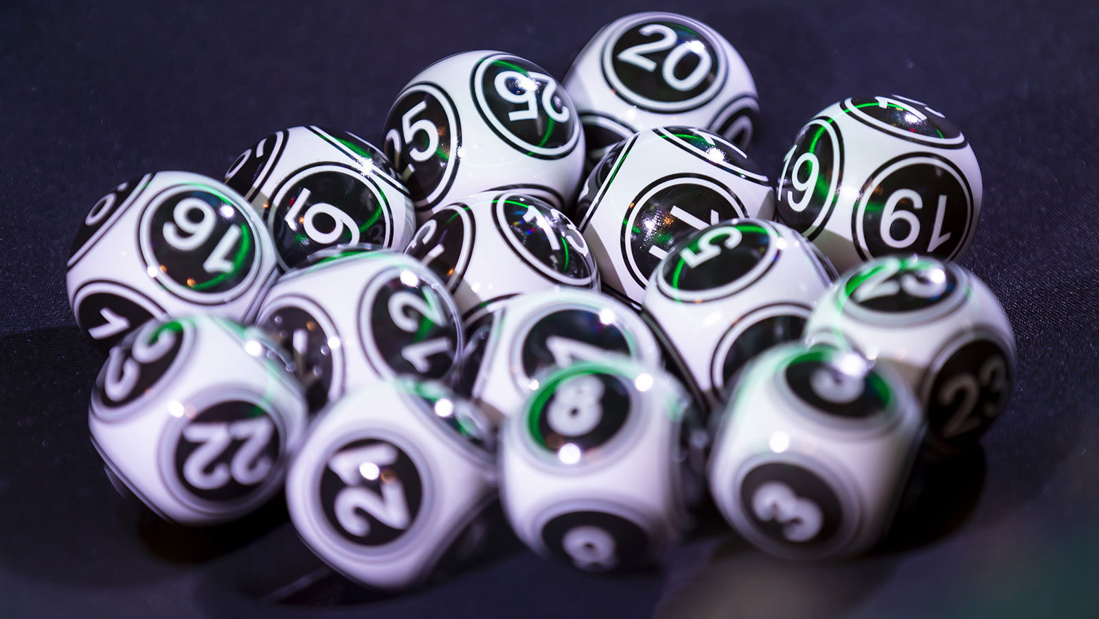 Longtime Loto-Quebec player sues for not understanding long odds