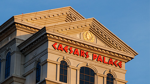 Caesars shareholders like Carl Icahn's board plans