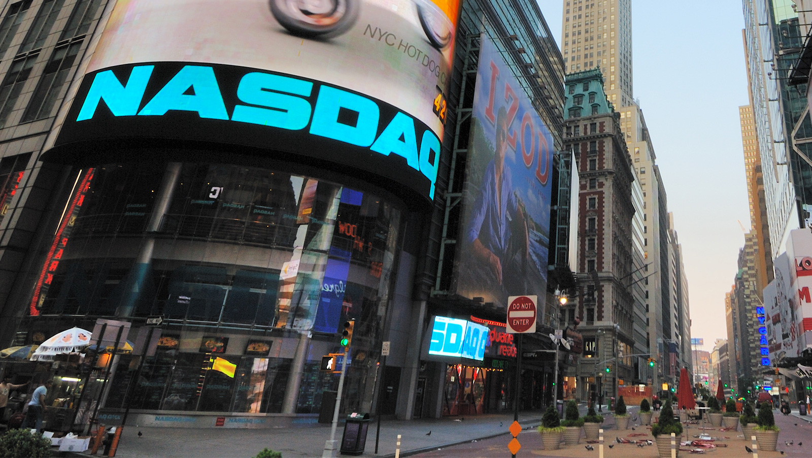 nasdaq-and-the-football-index-become-partners