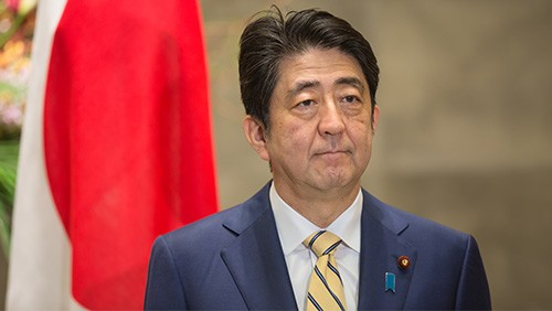 shinzo-abe-avoids-ir-talk-as-government-considers-hitting-the-brakes