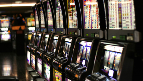 new-york-man-punches-slot-machine-for-1500-in-damage