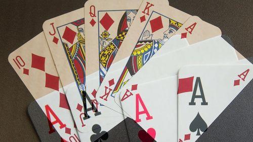 WSOP-Gold-Royal-Flush-beats-Quad-Aces-on-the-River