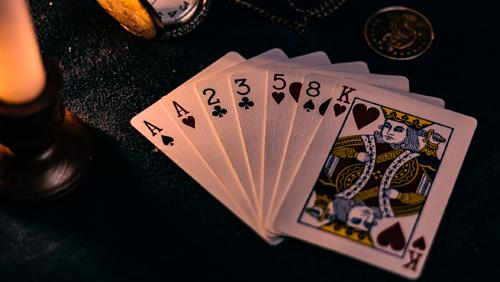 "poker-on-screen-nbc-national-head-up-championship-2005-2013 ""width ="" 500 ""peak ="" 282 ""srcset ="" https://calvinayre.com/wp-content/uploads/2020/06 /poker-on-screen-nbc-national-heads-up-championship-2005-2013-1.jpg 500w, https://calvinayre.com/wp-content/uploads/2020/06/poker-on-screen- nbc-national-heads-up-championship-2005-2013-1-300x169.jpg 300w, https://calvinayre.com/wp-content/uploads/2020/06/poker-on-screen-nbc-national-heads -up-championship-2005-2013-1-330x185.jpg 330w ""dimension ="" (max-width: 500px) 100vw, 500px ""/> Berlangsung di Golden Nugget di Las Vegas pada 2005 dan di Caesars Palace antara 2006 dan Kesimpulannya pada tahun 2013, NBC Nationwide Heads-Up Championship adalah salah satu acara TV yang seharusnya tidak pernah hilang dan yang, jika kembali hari ini, kemungkinan akan dua kali lebih populer daripada di masa kejayaannya. </p> <p>Ali Nejad dan Matt Vasgersian adalah tim komentar dari tahun 2007, dengan Gabe Kaplan dalam peran Ali Nejad pada tahun 2005 & 2006. Namun, bintang-bintang yang tidak diragukan dari pertunjukan adalah para pemain, yang saling berhadapan satu sama lain satu melalui Babak 64 untuk pemenang.</p> <p>Dukungan untuk acara ini adalah $ 25.000 besar, dan hanya undangan, yang berarti hanya pemain terbaik dan paling menarik yang diundang untuk bermain. Setiap putaran – dengan pemain yang sudah menjadi bagian dari undian penuh di empat bagian klub, sekop, hati, dan berlian, secara alami – akan melihat permainan head-up menentukan pemain mana yang pindah ke babak berikutnya. Ultimate adalah pertandingan best-of-three untuk melihat siapa yang akan menjadi juara.</p> <p>Maka yang diperlukan hanyalah memenangkan enam pertandingan head-up berturut-turut melawan para pemain poker terbaik di dunia. OK, itu terdengar brutal. Pada tahun 2005, itu adalah Phil Hellmuth yang memenangkan turnamen, mengalahkan Chris Ferguson pada 2-1 di remaining. Ferguson akan kembali di musim berikutnya dan sampai ke remaining lagi, hanya untuk ditolak ole"