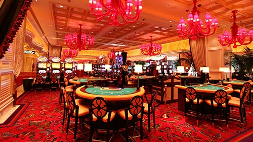 Poker-returns-to-the-Wynn-but-will-masks-and-dividers-keep-players-away