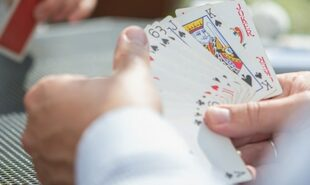 How-playing-Piquet-can-help-your-poker-game