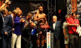 Floyd Mayweather weigh in