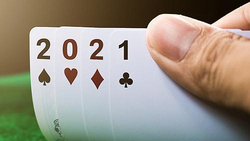 Selamat tahun baru kartu judi 2021 close up.