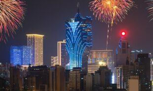 macau-casinos-continue-to-head-in-the-right-direction-for-now_feature1-min