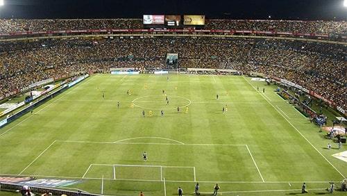 Pertandingan sepak bola dengan pemain
