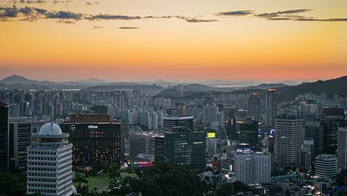 Pemandangan matahari terbenam di Myeongdong Seoul Korea