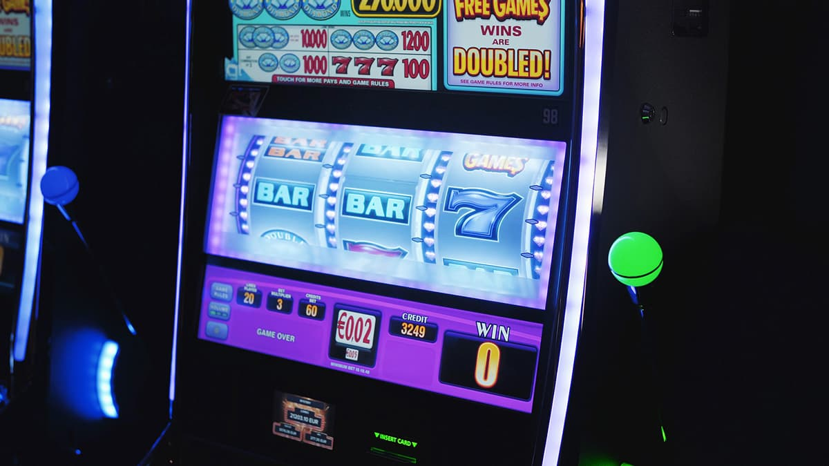Slot machine, online gambling, online casino
