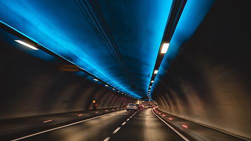Fotografi timelapse mobil di terowongan